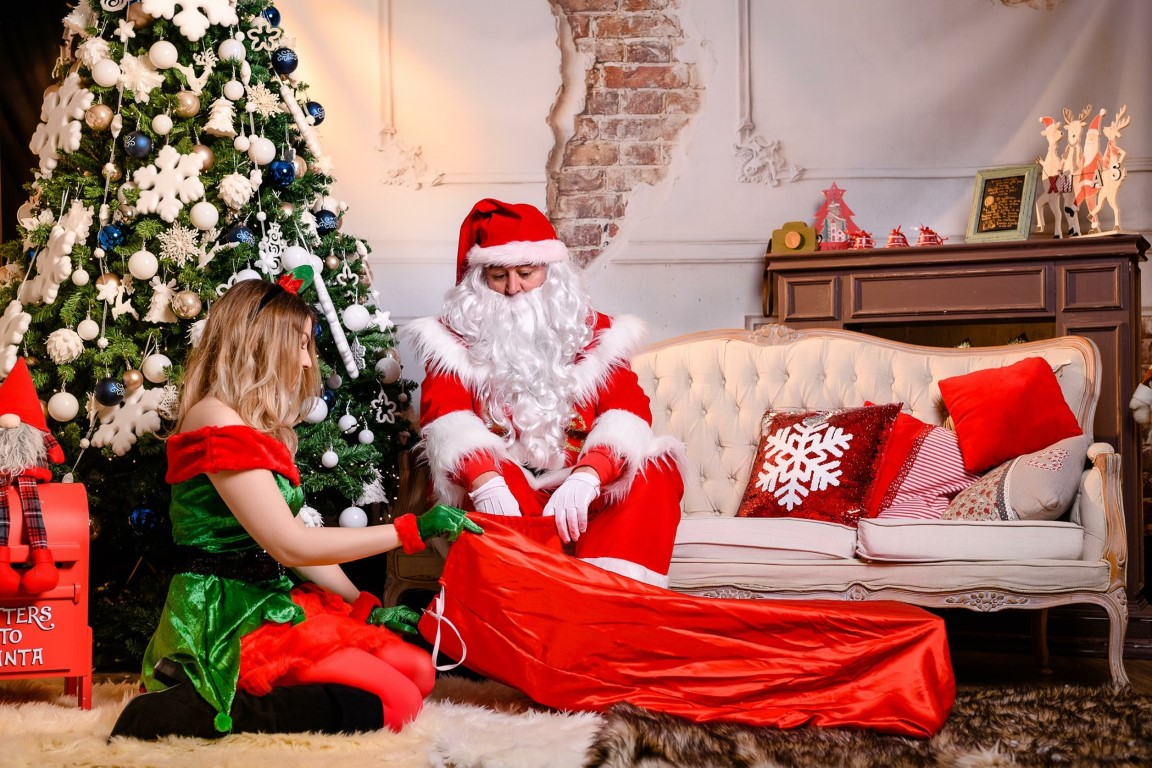 Mos Craciun Iasi pret oferte mos craciun de inchiriat mos craciun acasa cadouri copii cat costa mosul decembrie familie