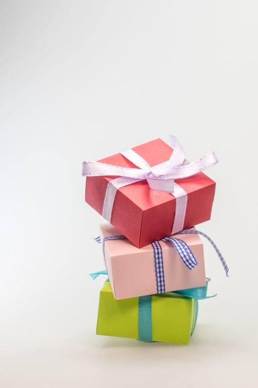 trimite un cadou celor dragi surpriza familie cadouri send a gift evenimente iasi familie servicii de livrare iasi gift shop idei decoratiuni baloane heliu copii